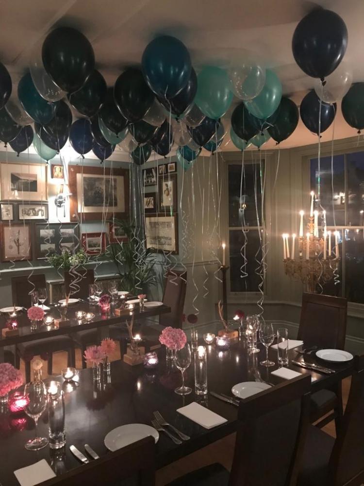Balloons table setting